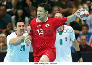 south-koreas-jae-woo-lee-r-in-action-against-hungarys-timuzsin-schuch-fr0a4d